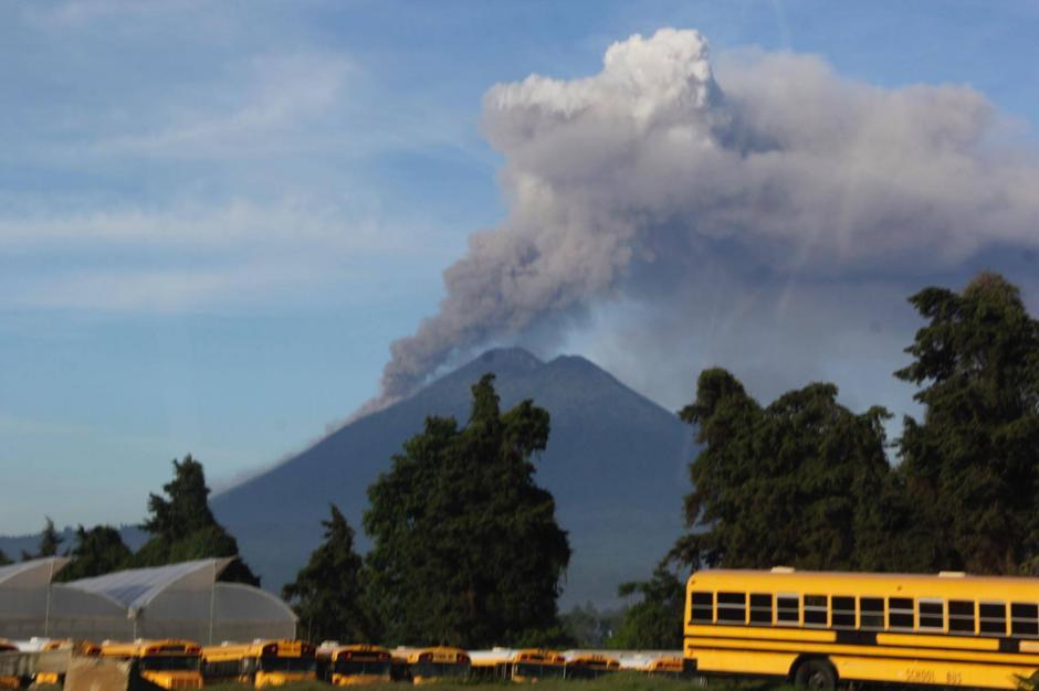 Según la Conred, por el momento no es necesaria la evacuación de las comunidades cercanas al coloso. (Foto: Fredy Hernández/Soy502)
