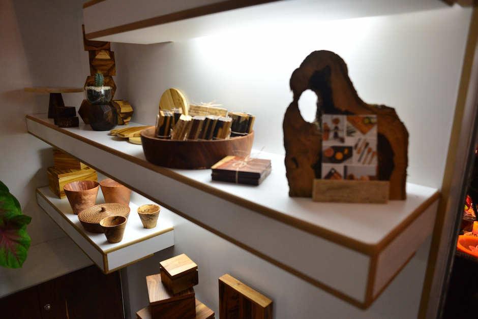 También hay accesorios de madera fina par ala cocina y el hogar. (Foto: Jesús Alfonso/Soy502)