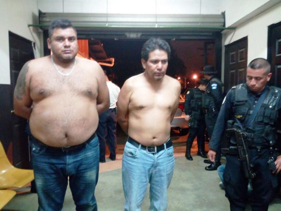Las autoridades detuvieron a cuatro hombres acusados de cometer ataques armados. (Foto: PNC)