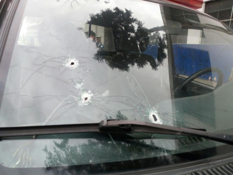 La autopatrulla DPPS-024 recibió varios impactos de bala. (Foto: PNC)