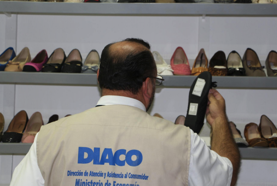 Personal de Diaco supervisa el monitoreo de precios y publicidad engañosa. (Foto: Facebook)