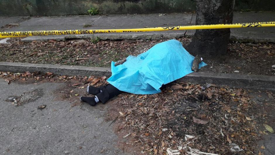 En otro caso, un hombre falleció en la zona 9 por intoxicación alcohólica. (Foto: Amílcar Montejo/PMT)