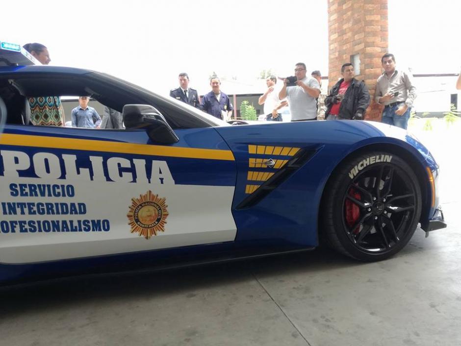 Narco Corvette convertido en auto patrulla. (Foto: Gudiel Marroquín)