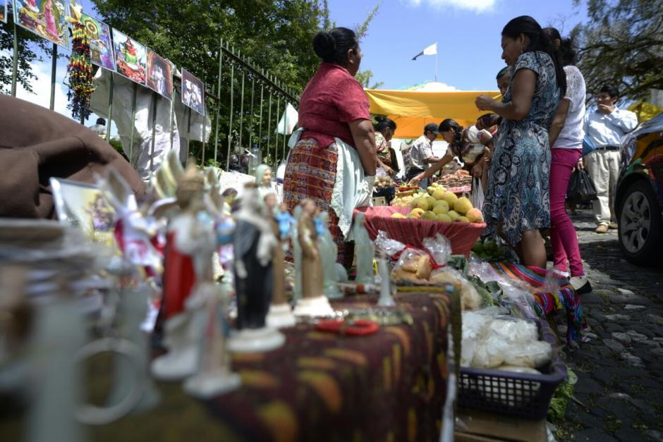Las ventas que se pueden ver en la feria. (Foto: Wilder López/Soy502)