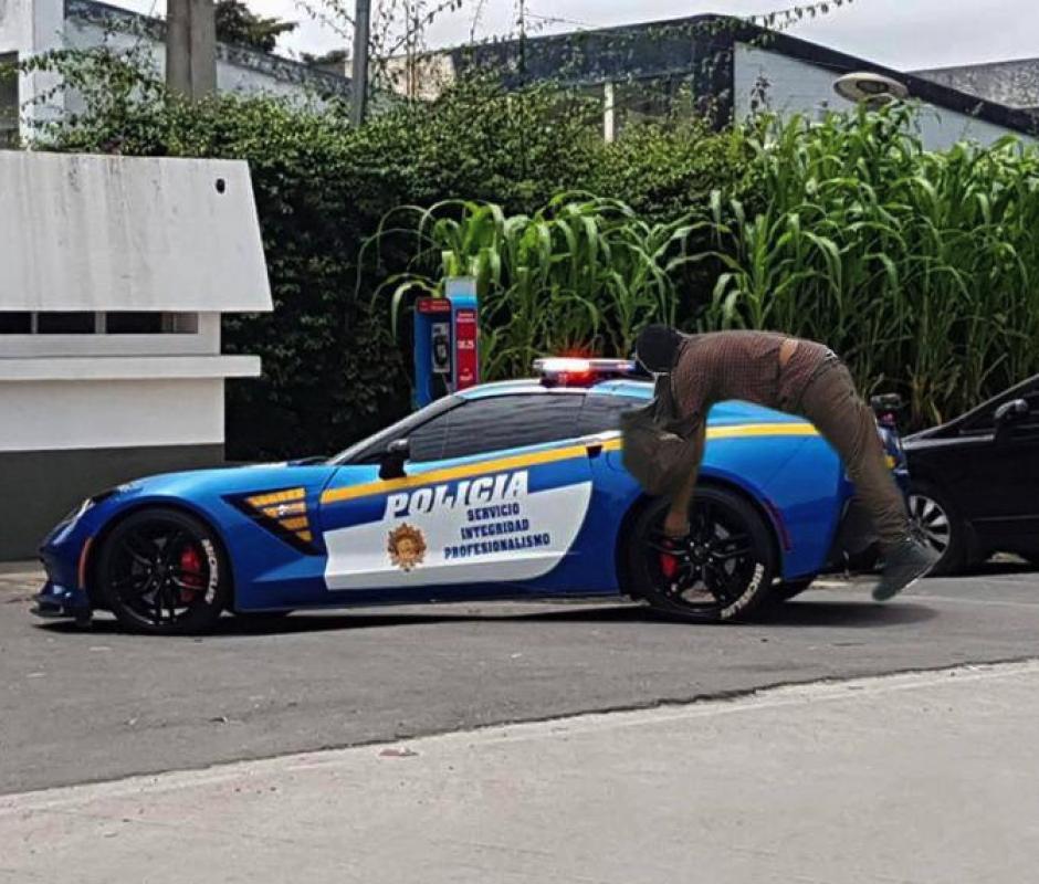 """El nuevo carro de la PNC también fue parte de los """"memes"""". (Foto: captura de Facebook)"""