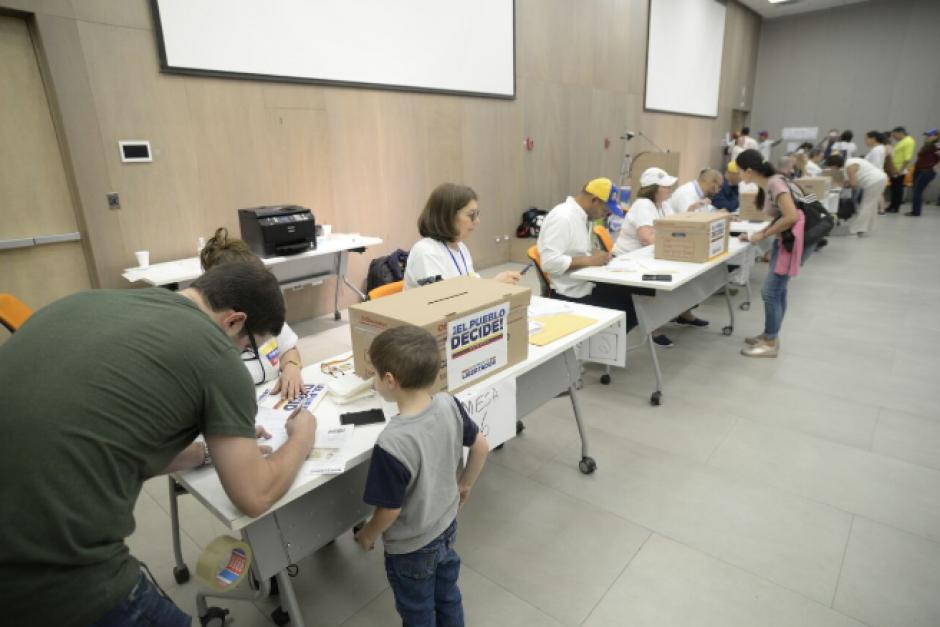 Cerca de 1,500 personas emitieron su voto en las mesas instaladas en Zona Pradera. (Foto: Wilder López/Soy502)