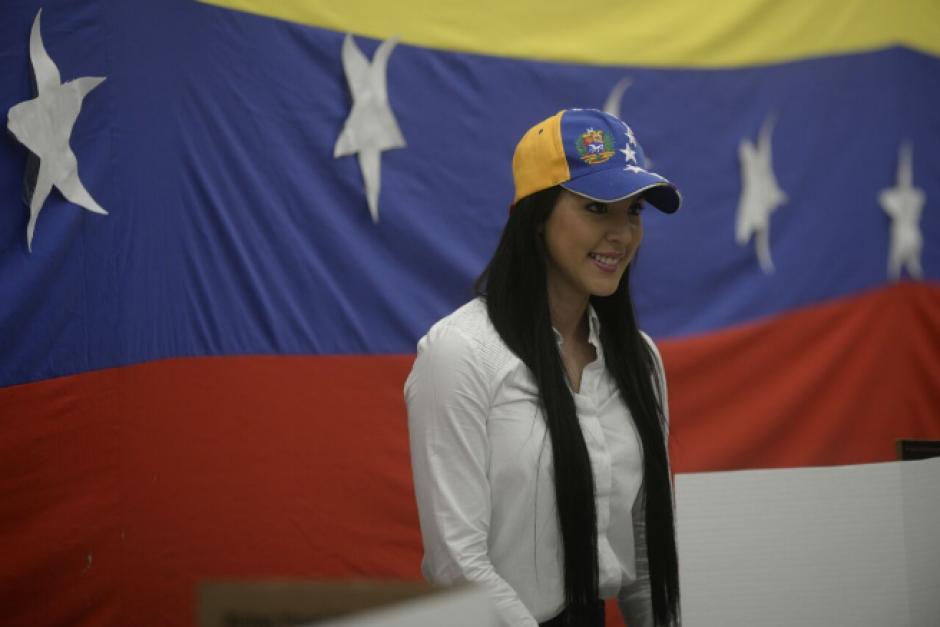 Decenas de venezolanos que residen en Guatemala participaron en la consulta popular. (Foto: Wilder López/Soy502)