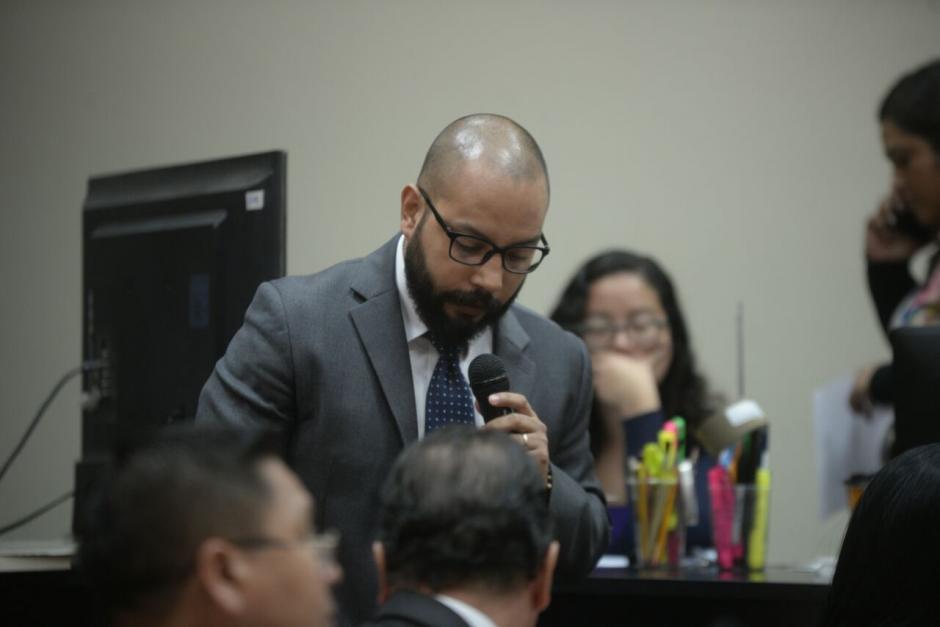 El abogado de Roxana Baldetti, Fernando Guerra, expuso la situación de su clienta. (Foto: Wilder López/Soy502)