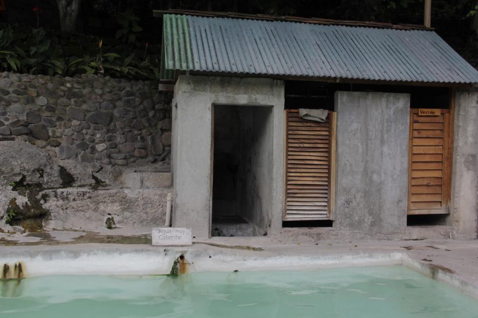 Hay varios vestidores cercanos a las piscinas de La Castalia. (Foto: Fredy Hernández/Soy502)