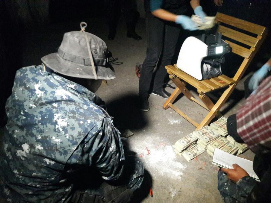 Localizan más de 200 mil dólares en el interior de un vehículo en El Progreso. (Foto: PNC)