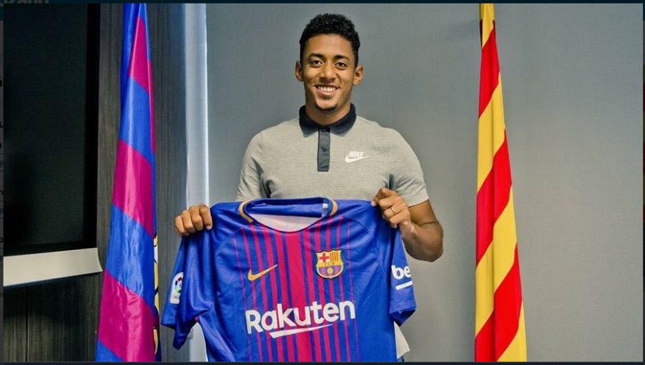 """Choco"" Lozano posa con la camiseta de FC Barcelona. (Foto: Twitter)"