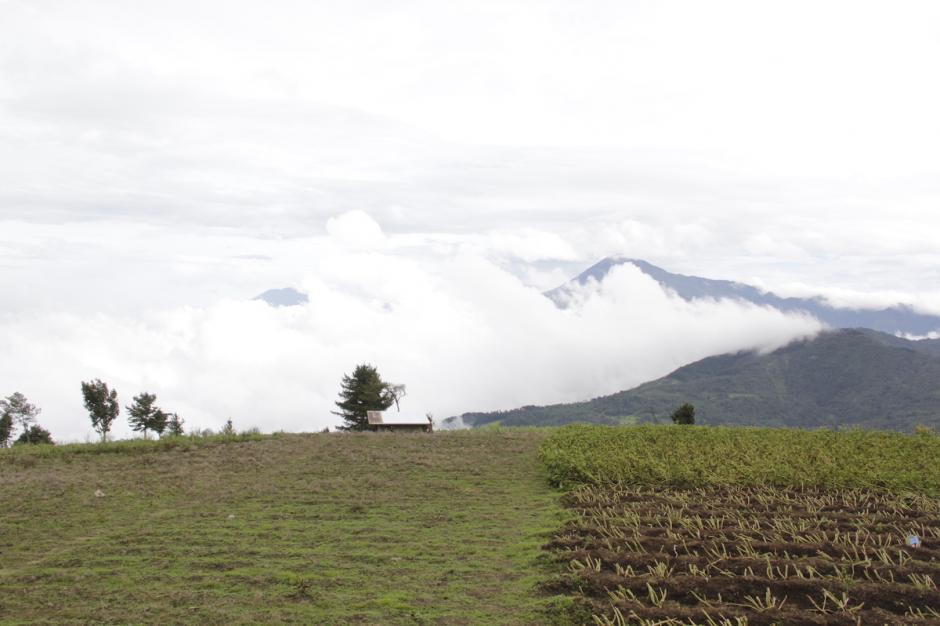 El volcán Tajumulco aparece entre las nubes. (Foto: Fredy Hernández/Soy502)