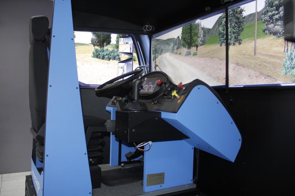El instructor puede colocar obstáculos que debe sortear el conductor. (Foto: Fredy Hernández/Soy502)