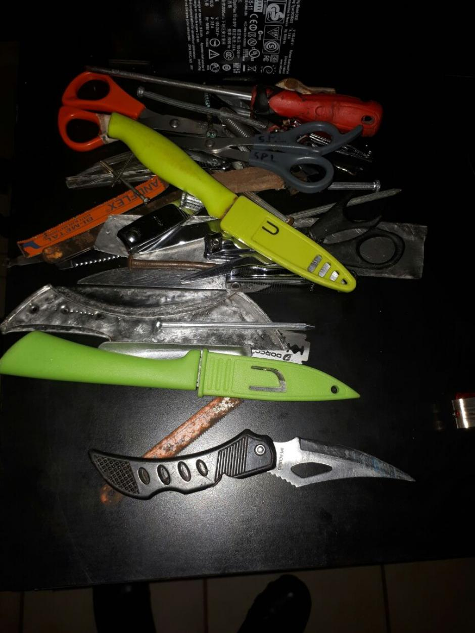 En El Infiernito se incautaron cuchillos y diversas armas punzocortantes. (Foto:PNC)