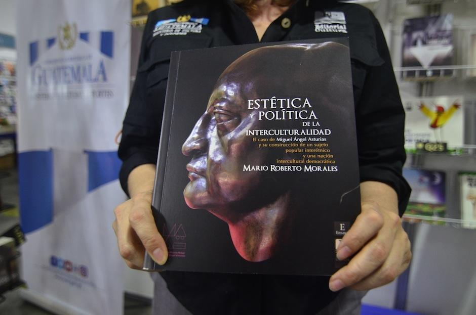"""El libro puede adquirirse en el """"stand"""" de Editorial Cultura. (Foto: Selene Mejía/Soy502)"""