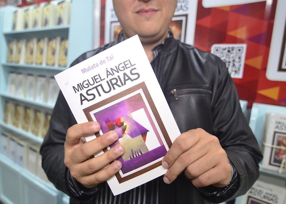 """""""Mulata de tal"""" y """"Hombres de maíz"""" son sus favoritos. (Foto: Selene Mejía/Soy502)"""
