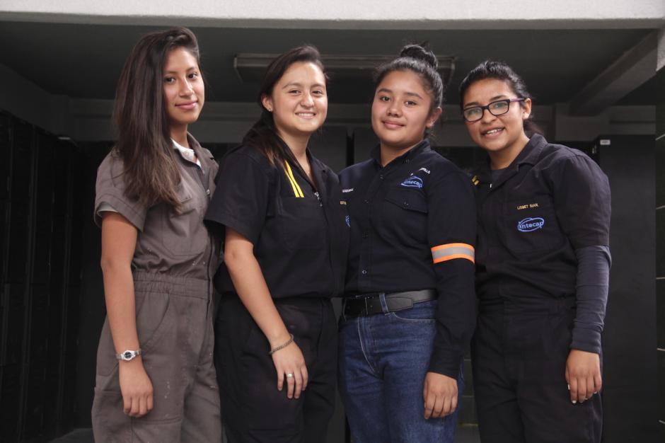 Las chicas esperan ser un ejemplo para que más mujeres se interesen en las carreras técnicas. (Foto: Fredy Hernández/Soy502)