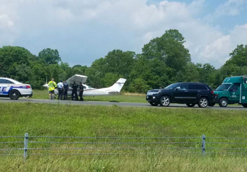 Algunos curiosos compartieron imágenes del aterrizaje en redes sociales. (Foto: Gizmodo)