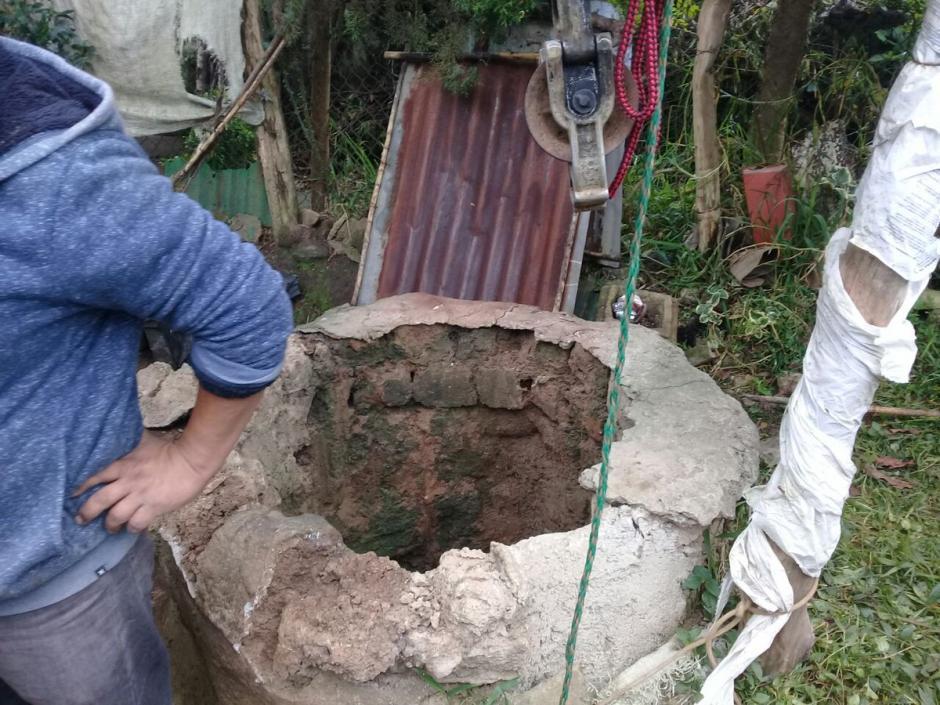Este es el pozo en el que cayó la mujer de 57 años.  (Foto: Bomberos Voluntarios)