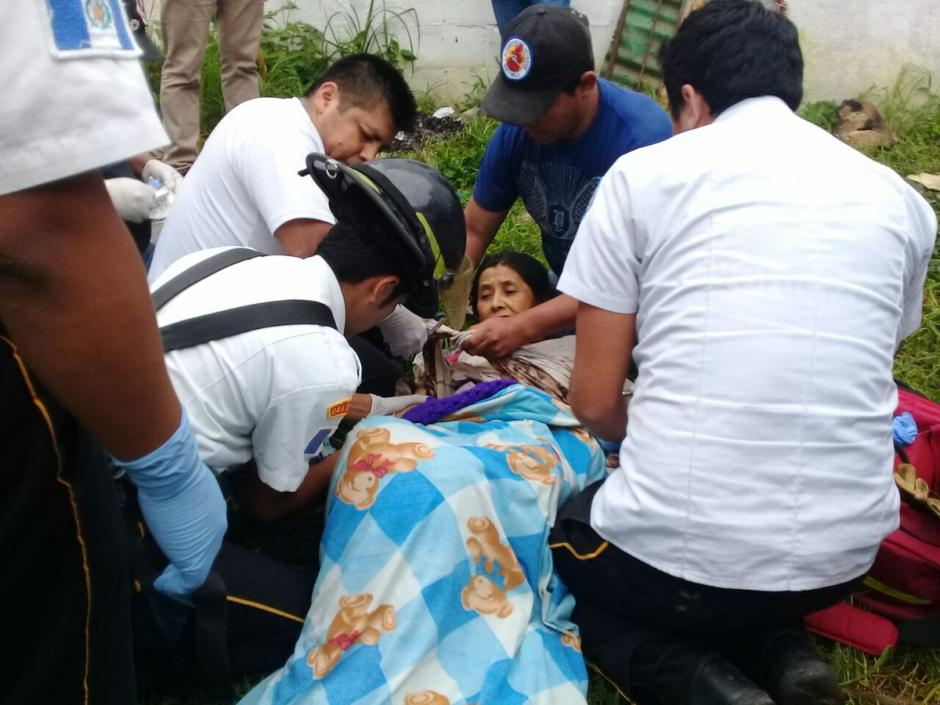 Una mujer cayó accidentalmente a un pozo de agua en San José Pinula. (Foto: Bomberos Voluntarios)