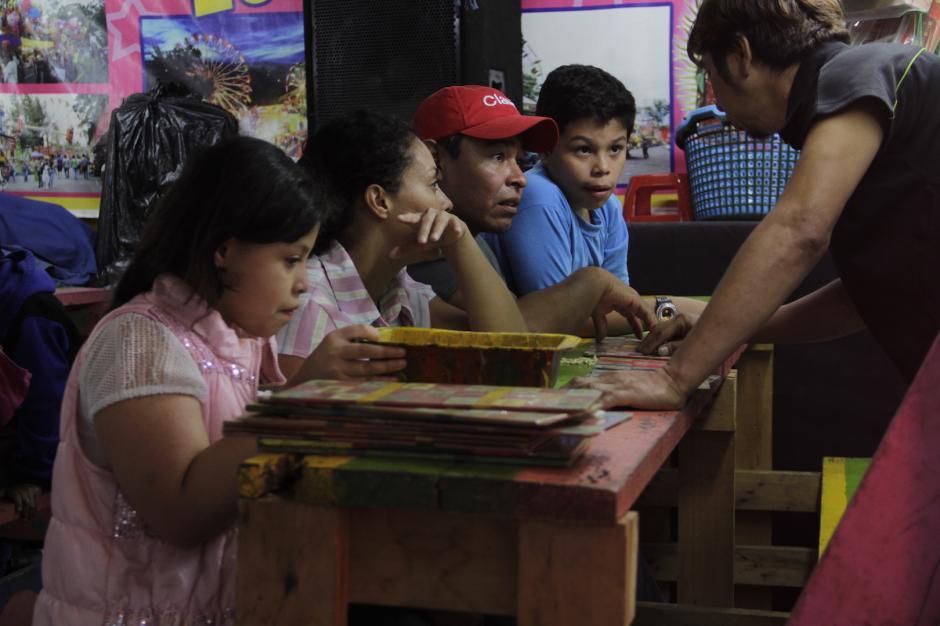 La lotería es uno de los juegos que no pueden faltar en estas festividades. (Foto: Fredy Hernández/Soy502)