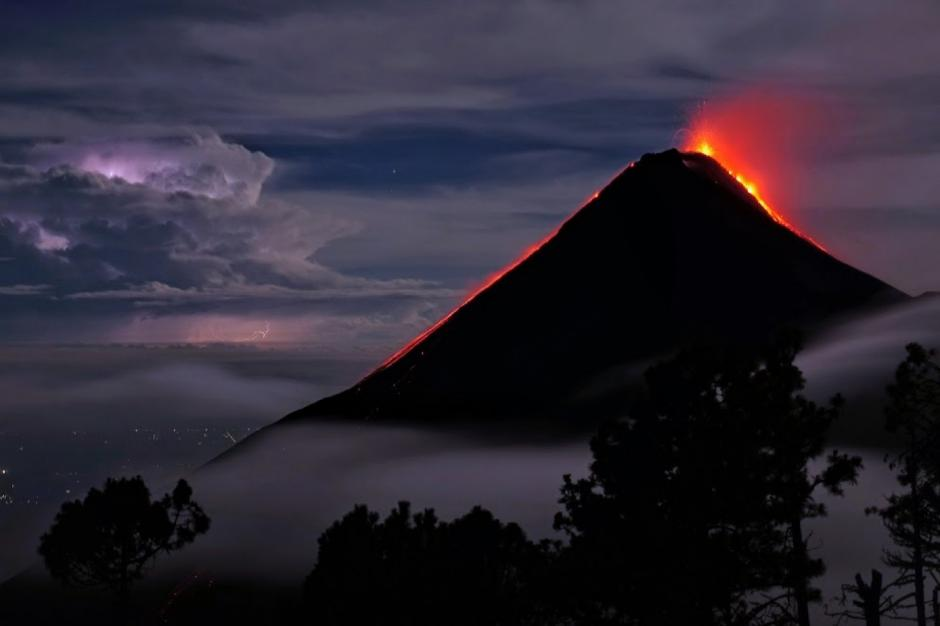 """Esta imagen del Volcán de Fuego en erupción fue elegida """"foto de la semana"""" del Washington Post. (Foto: Brad Guay/Washington Post)"""