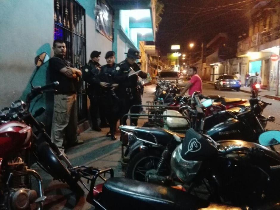 La PNC revisó los papeles de conductores de motocicleta.  (Foto: PNC)