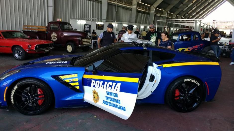 La patrulla Corvette se luce en esta feria de autos de lujo en el Parque de la Industria. (Foto: PNC)