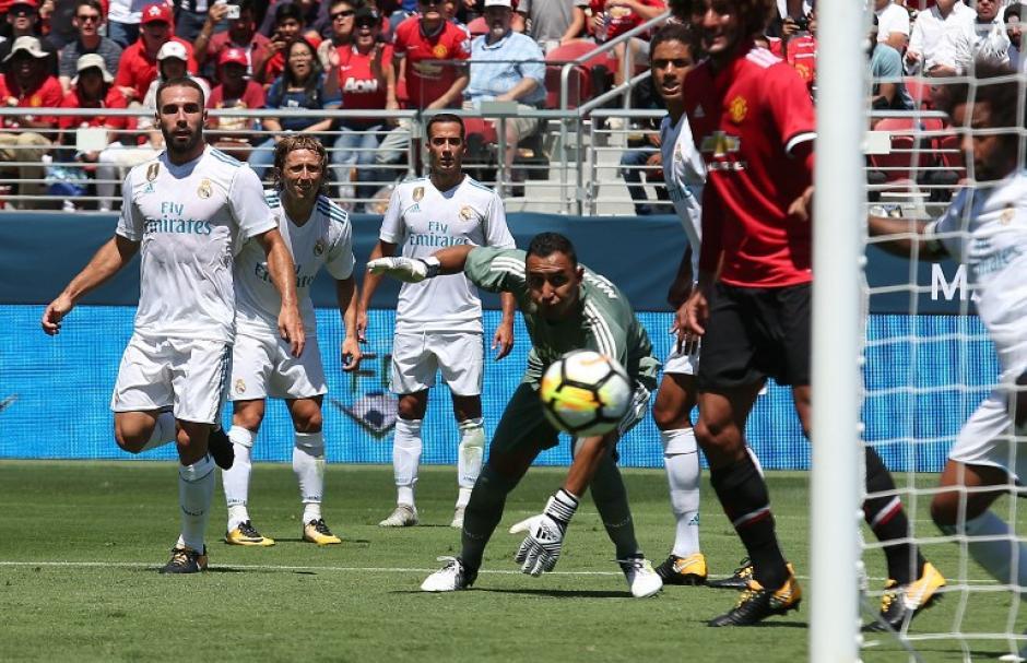Keylor Navas no pudo evitar el gol del Manchester United. (Foto: AFP)
