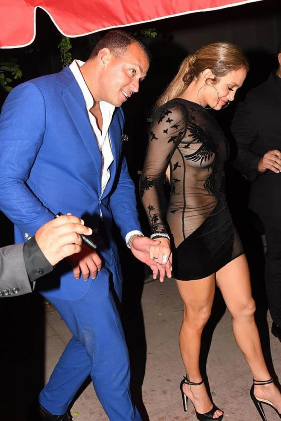 Alex Rodríguez acompañó a Lopez al festejo. (Foto: Infobae)