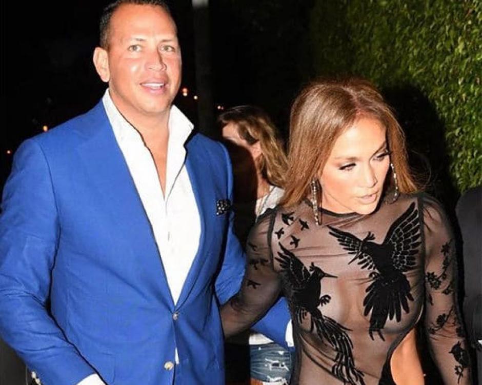 Jennifer Lopez deslumbró en su fiesta de cumpleaños. (Foto: Infobae)
