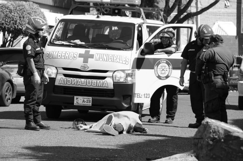 Un presunto delincuente murió durante un ataque armado en la zona 11. (Foto: Bomberos Municipales)
