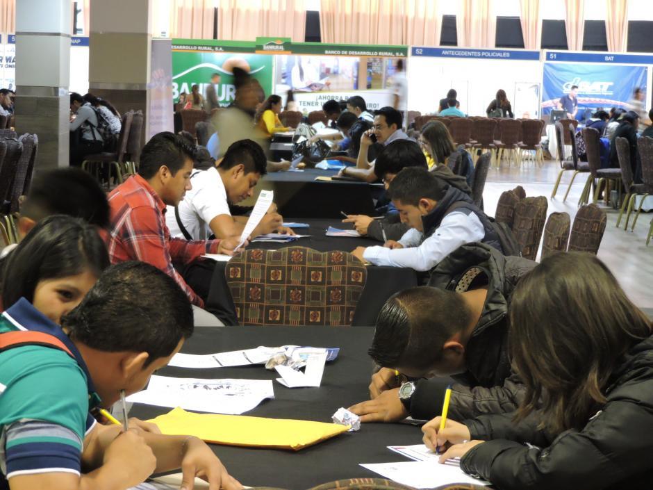 Los aspirantes llegaron de diversas zonas de la capital. (Foto: Fredy Hernández/Soy502)