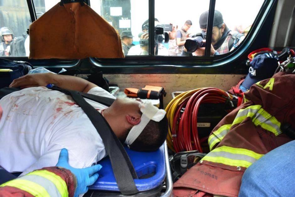 Varios jóvenes se encuentran heridos. (Foto: Jesús Alfonso/Soy502)