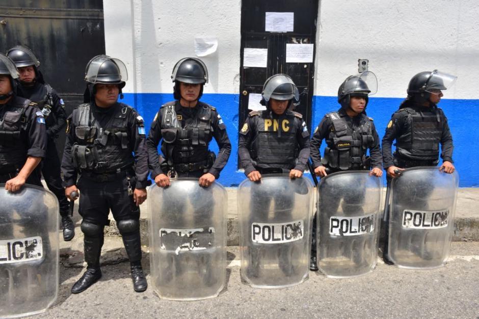Las autoridades llegaron al lugar de los disturbios. (Foto: Jesús Alfonso/Soy502)