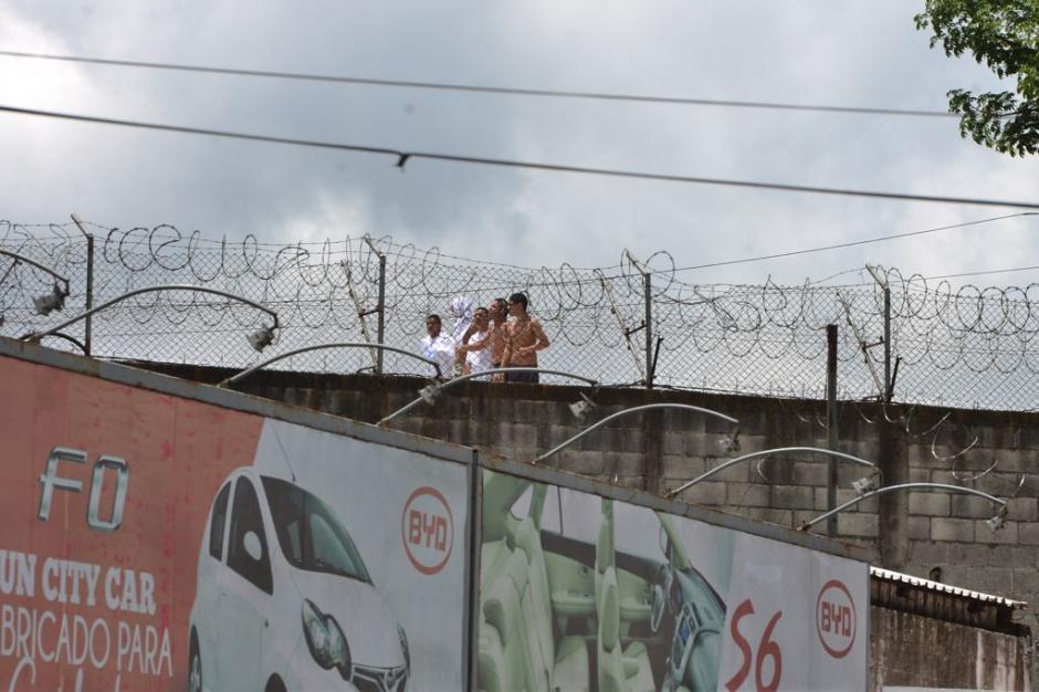 Los internos se subieron en el techo del recinto. (Foto: Jesús Alfonso/Soy502)