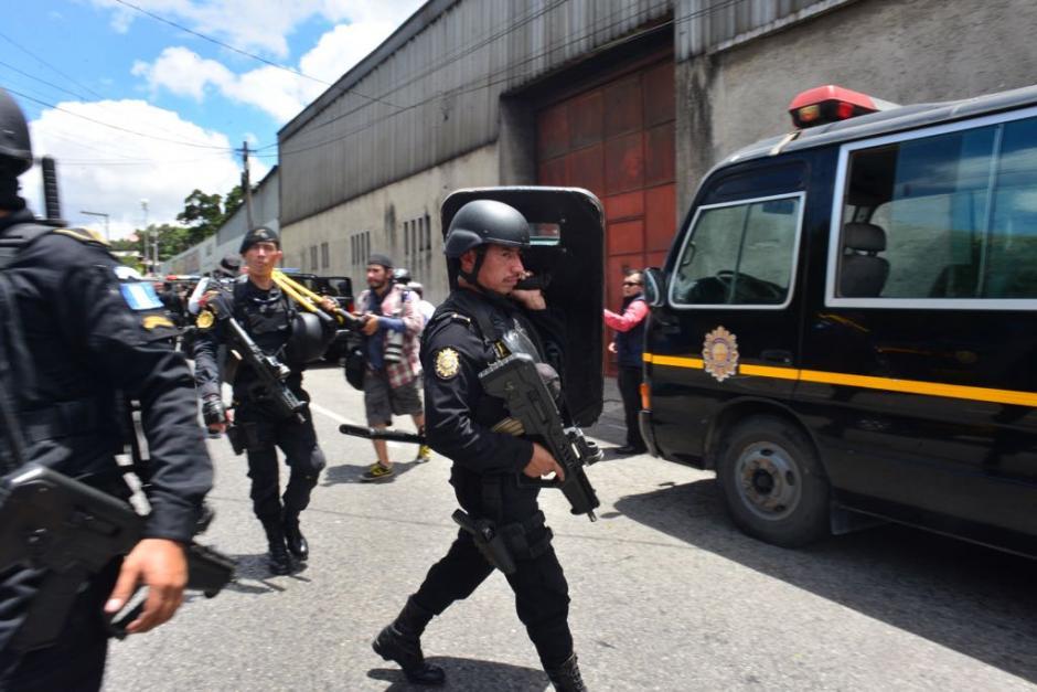 La PNC llegó al lugar para reestablecer el orden. (Foto: Jesús Alfonso/Soy502)