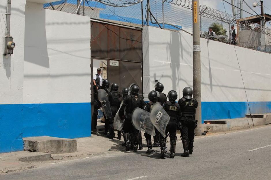 Las fuerzas de seguridad entraron a retomar el control. (Foto: René Ruano/Nuestro Diario)