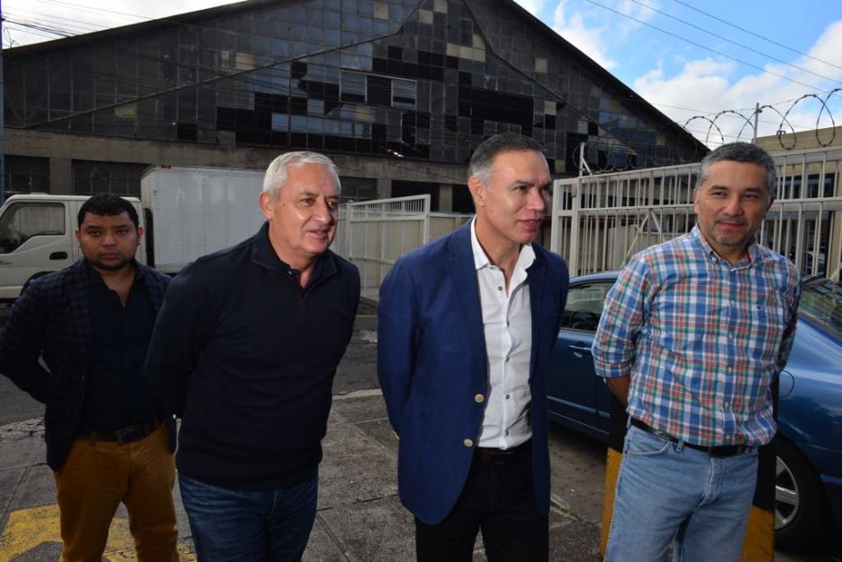 Otto Pérez Molina se encontró con Juan de Dios Rodríguez, exsecretario de la Presidencia. Rodríguez está acusado en otro caso. (Foto: Jesús Alfonso/Soy502)