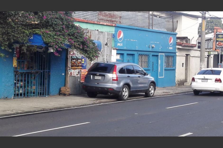 Esta fotografía sirvió para que la PMT multara a una persona mal estacionada. (Foto: Amílcar Montejo/PMT)