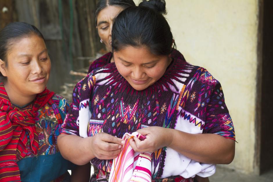 Las cooperativas se especializan en telar de cintura, de pie, bordado a mano y mostacilla. (Foto: Societas)