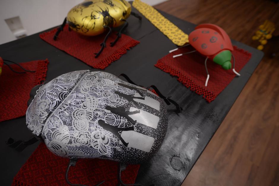 En la exposición habrá bichos y cuadros realizados por los artistas. (Foto: Wilder López/Soy502)