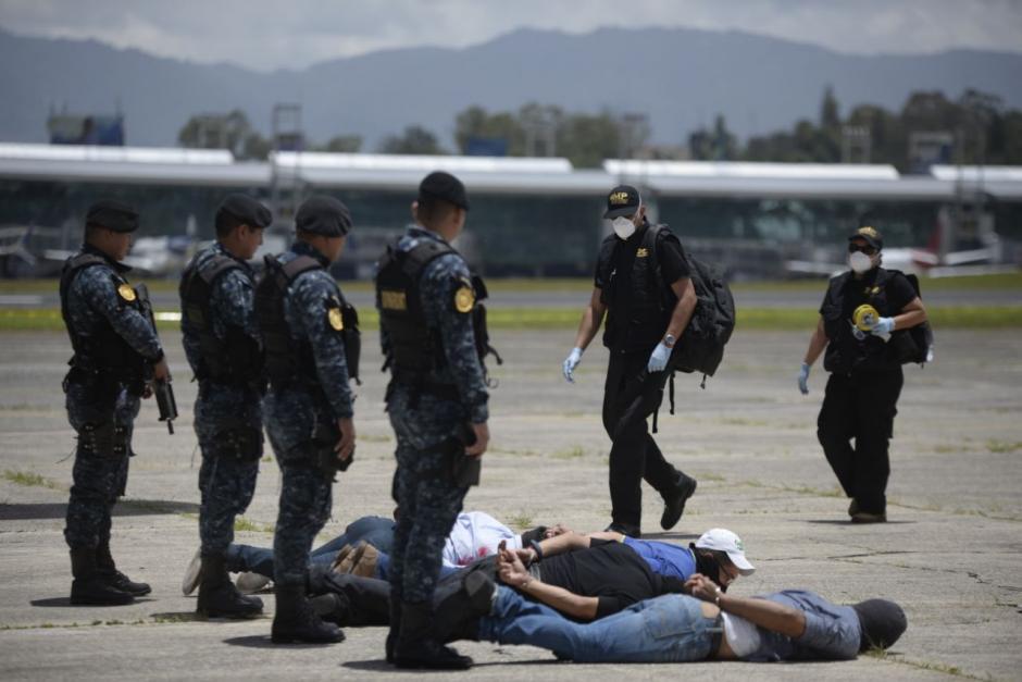 Cuatro terroristas fueron arrestados durante el simulacro. (Foto: Wilder López/Soy502)