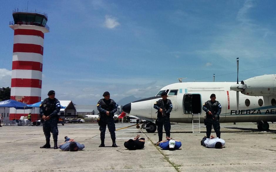Las autoridades desactivaron una bomba y arrestaron a los responsables. (Foto: DGAC)