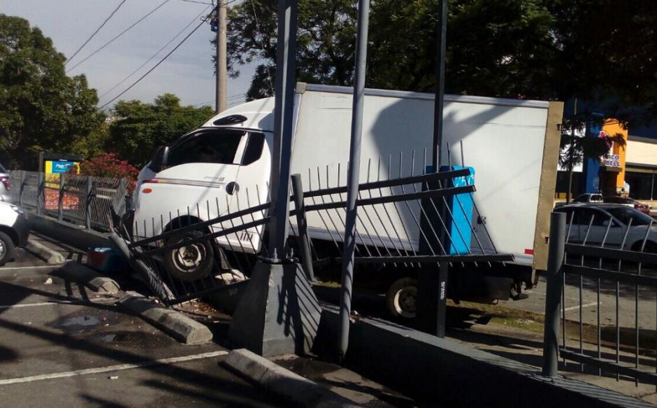 El accidente se dio entre la 5a. calle y 6a. avenida de la zona 9. (Foto: Amilcar Montejo/PMT)