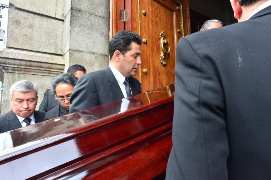 Ingreso de los restos del diputado fallecido esta semana. (Foto: Jesús Alfonso/Soy502)