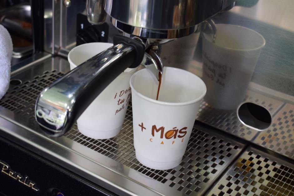Su especialidad es el café producido por pequeños caficultores guatemaltecos. (Foto: Nathaly Arbizú/Soy502)