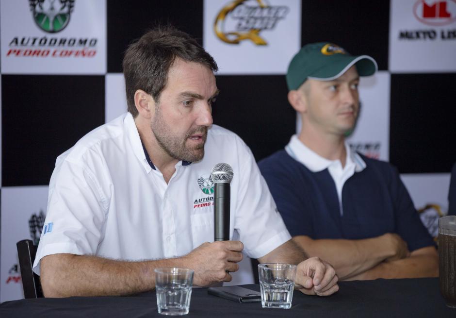 Mauricio Roque, piloto y gerente del Autódromo Pedro Cofiño, en conferencia de prensa. (Foto: George Rojas/Soy502)