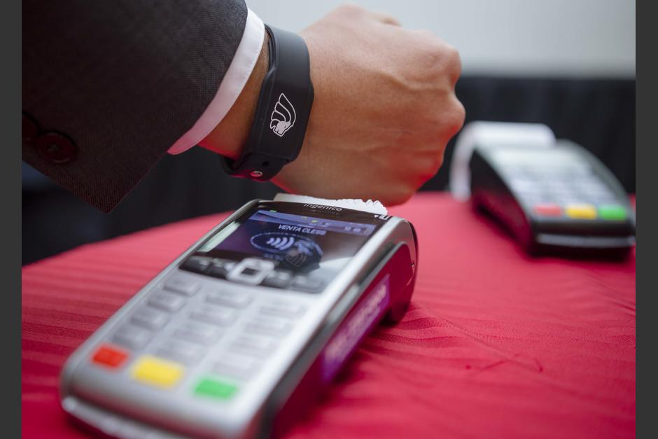 Los pagos pueden hacerse a través de weareables, sin necesidad de la tarjeta. (Foto: George Rojas/Soy502)