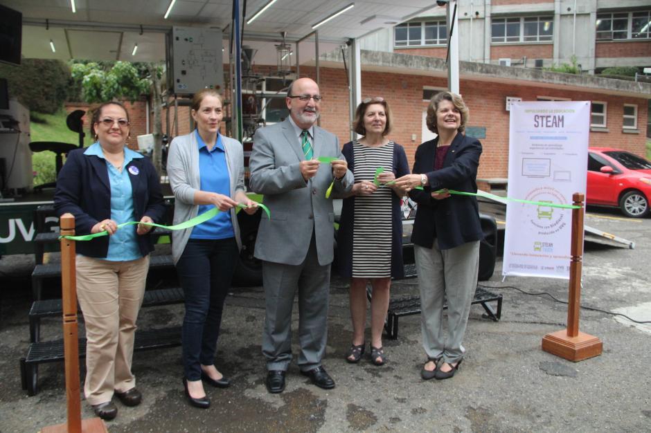 Las autoridades de la universidad y de USAID participaron en el lanzamiento del Steam Truck (Foto: Andrea Castillo/Soy502)